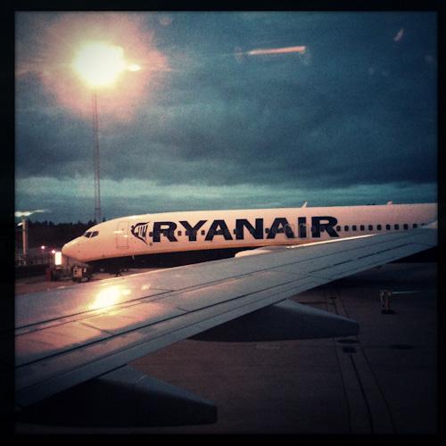 ryanair plane airport skavsta stockholm