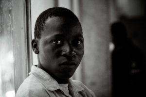 George, 17 ans, vit dans l'église depuis 3 mois. thumbnail