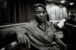 Olly, 20 ans, était dans l'opposition et a fui le Zimbabwé. thumbnail
