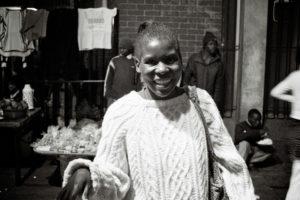 Ruth, 41 ans, est volontaire pour résoudre les conflits entre réfugiés. thumbnail