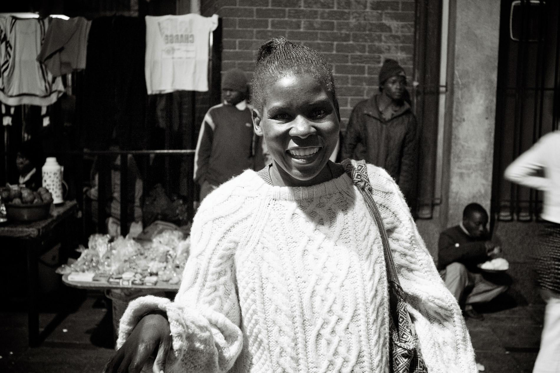 Ruth, 41 ans, est volontaire pour résoudre les conflits entre réfugiés.