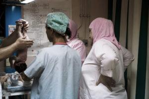 Nuit de garde à l'hôpital Haifa du camp palestinien de Burj El Barajneh, Liban. 2010 thumbnail