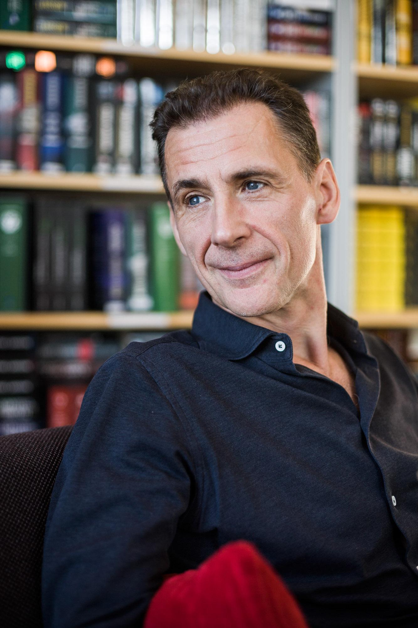 Portrait de David Lagercrantz, journaliste et auteur suedois, a Stockholm