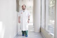 Le Dr Teboul, chef du service d'orthogenie de l'hopital Cochin, a Paris thumbnail