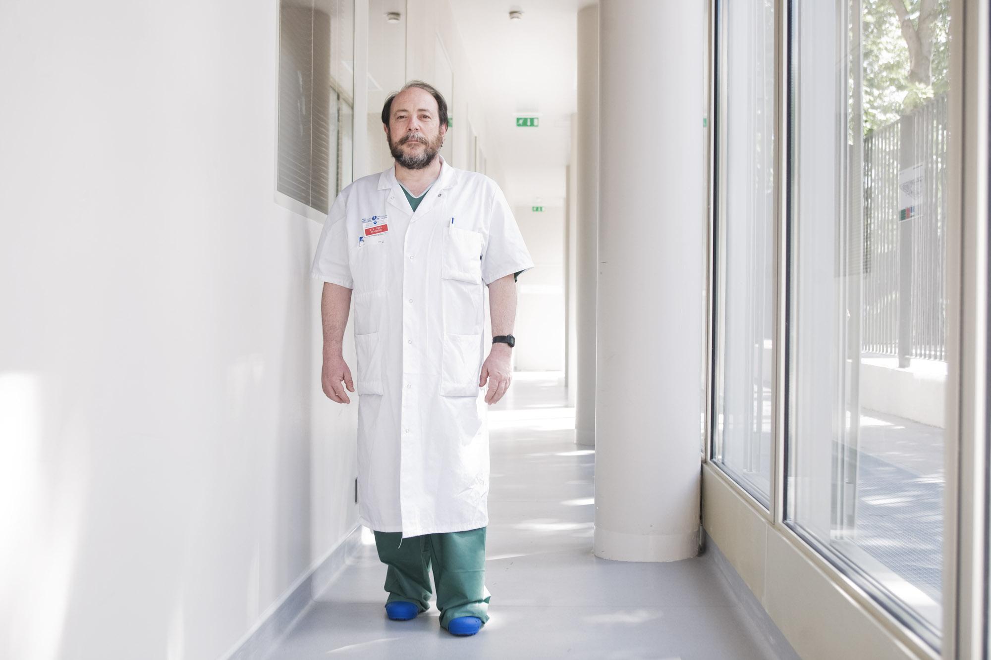 Le Dr Teboul, chef du service d'orthogenie de l'hopital Cochin, a Paris