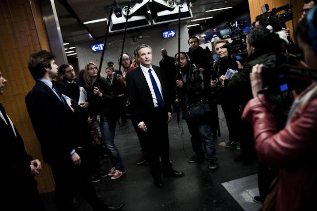 Nicolas Dupont Aignan prend le RER D entre la Gare du Nord et Gare de Lyon