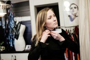 Suede : Le pasteur est une femme comme les autres thumbnail